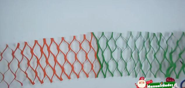 Como hacer guirnaldas navideñas con papel 4