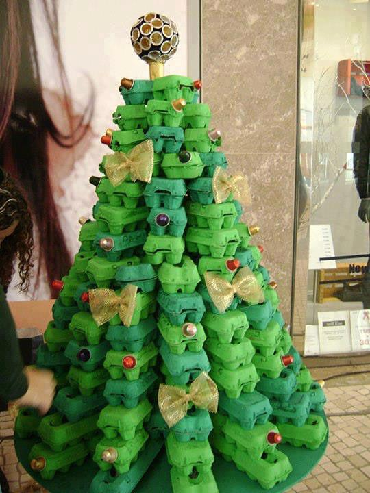 Como hacer un pino de navidad con cajas de huevo