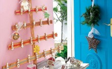 Pino de madera con calendario de adviento