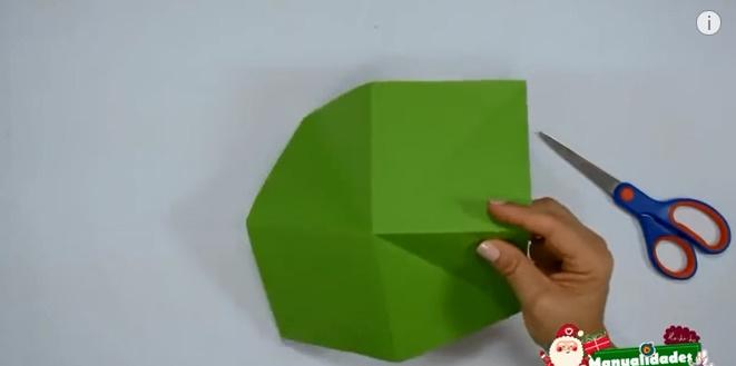 Pino navideño hecho de papel 2