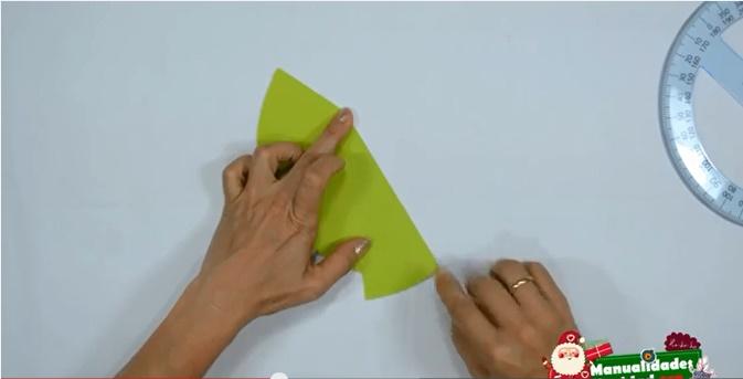 Tarjeta navideña con forma de pino 3