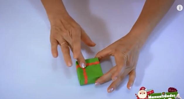 caja navideña de papel 8