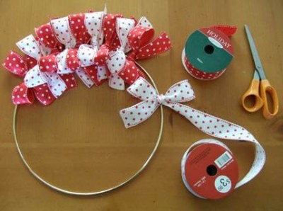 Como hacer una corona navideña con cintas