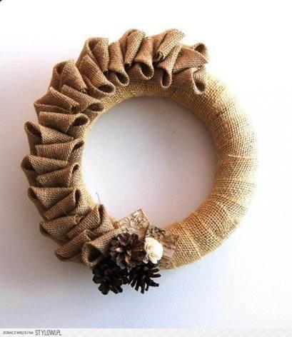 Corona navideña de tela de arpillera