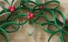 corona de navidad de cartón reciclado