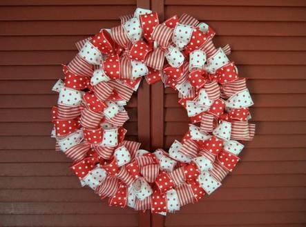 Como hacer una corona navide a con cintas - Como hacer coronas navidenas ...