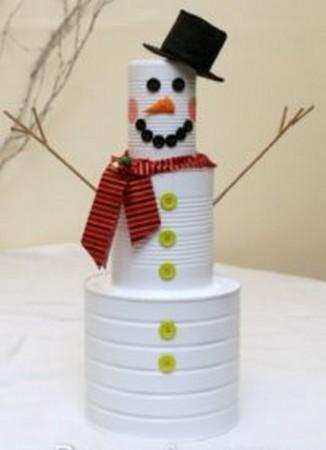 Muñeco de nieve con latas