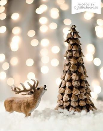 arbol de navidad hecho de piñas secas